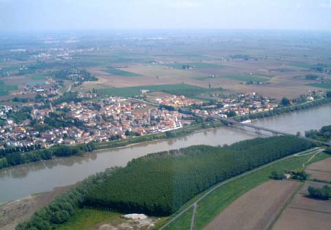 Polesella from the air - right by the side of the River Po separating Veneto (above) from Emilia-Romagna (below)